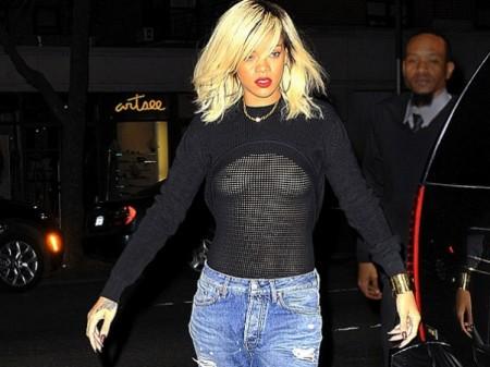 Rihanna sali a la calle sin ropa interior for Rihanna sin ropa interior